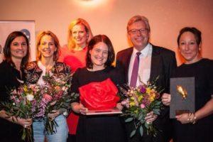 Preisträger und Gratulanten: Inka Schneider, Julia Jäkel, Maren Weber, Birte Meier, Dr. Ralf Kleindiek, Miriam Krekel (v.l.n.r) - Foto: Sonja Och